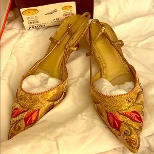 Brand new in box Talbots embroidered kitten heels
